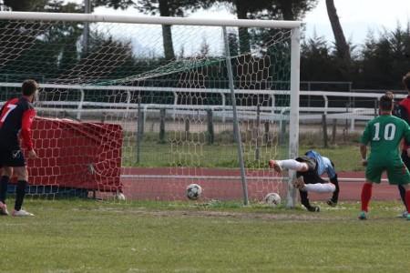 Il gol di Seferi (foto gentilmente concessa da Novafoto Corridonia)
