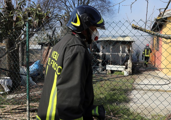 Vigili del fuoco incendio contrada santo stefano macerata (10)