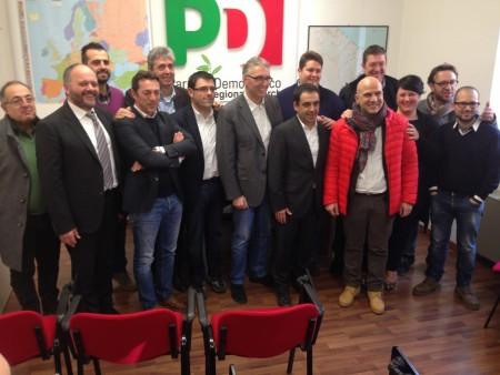 Luca Ceriscioli con la squadra di amministratori del Pd che lo ha sostenuto durante le primarie