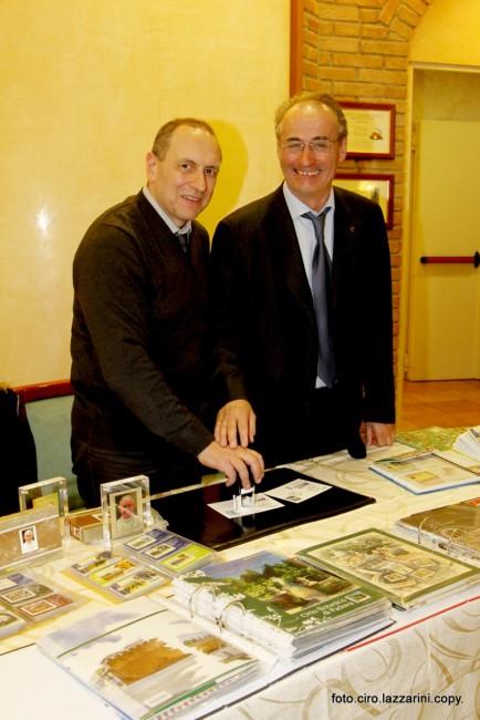Il sindaco Tommaso Corvatta insieme al presidente dell'Avis di Esine Gian Mario Stofler