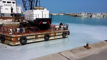 La chiazza bianca al porto di Civitanova