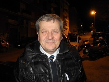 Giuliano Meschini ieri sera davanti alla sede Pd