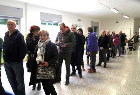 La fila ai seggi per votare alle primarie di centro sinistra