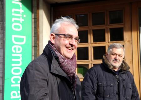 Romano Carancini domenica con l'assessore Alferio Canesin davanti alla sede di via Spalato