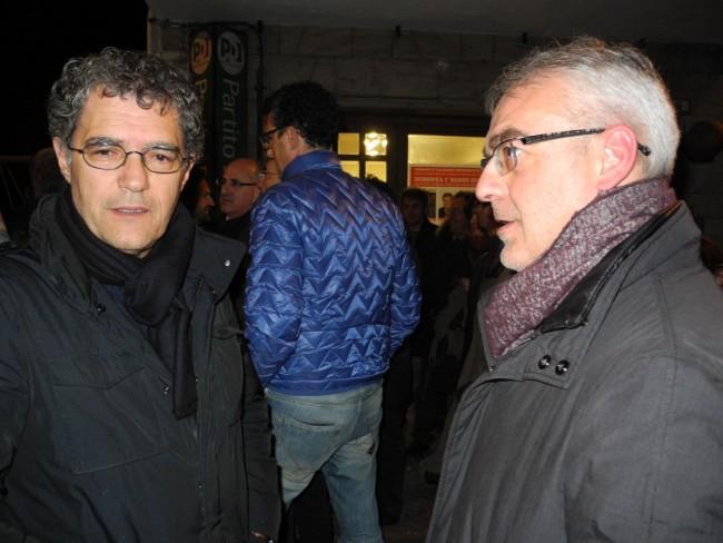 LA NOTTE DELLE PRIMARIE - Bruno Mandrelli e Romano Carancini davanti alla sede di via Spalato
