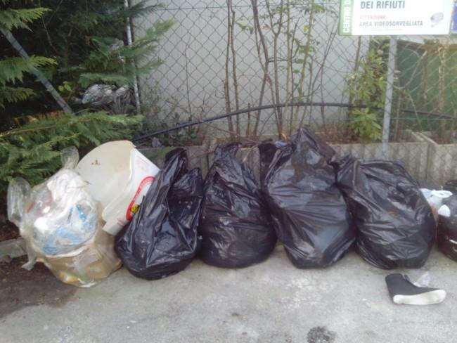 rifiuti abbandonati (2)