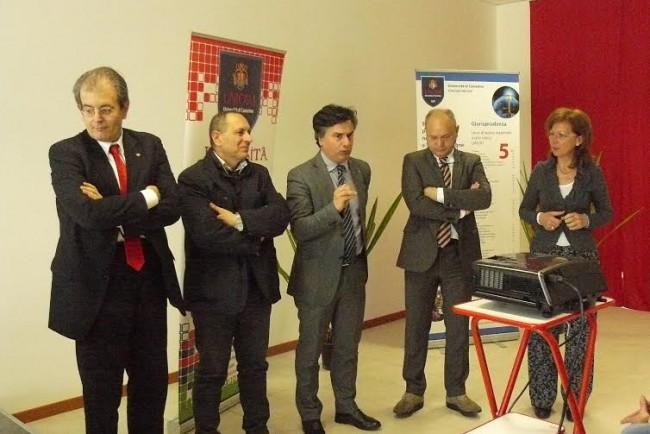 da sinistra il presidente del consiglio comunale Ivo Costamagna, il sindaco Tommaso Corvatta, il rettore Flavio Corradini e i docenti Marcello Pierini e Catia Eliana Gentilucci
