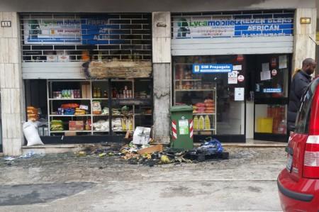 Il negozio di alimentari in via Morbiducci