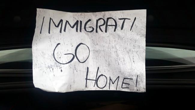 Il cartello lasciato in via Morbiducci