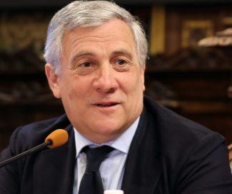 Antonio-Tajani_Luigi-LAcchè_Foto-LB-11-e1549035938861-325x272