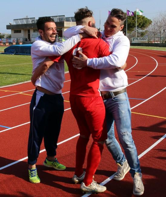L'abbraccio tra Croce, D'Antoni e Garaffoni