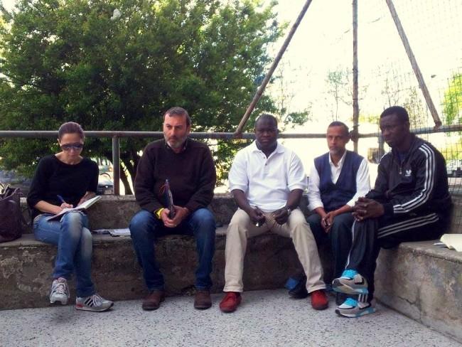 I portieri in conferenza stampa coi giornalisti, nello spazio giochi dietro il palazzo a croce