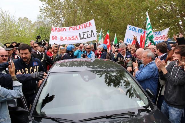 La contestazione a Porto Recanati (foto di Lucrezia Benfatto)
