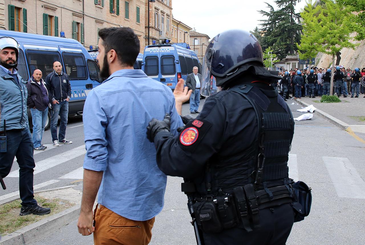 Matteo Salvini Macerata_ manifestanti_Foto LB (5)