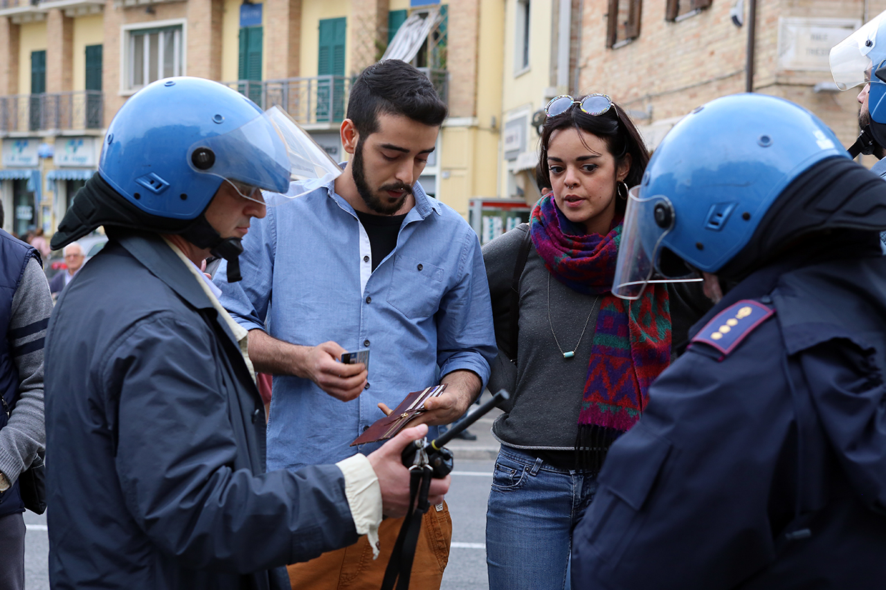 Matteo Salvini Macerata_ manifestanti_Foto LB (6)