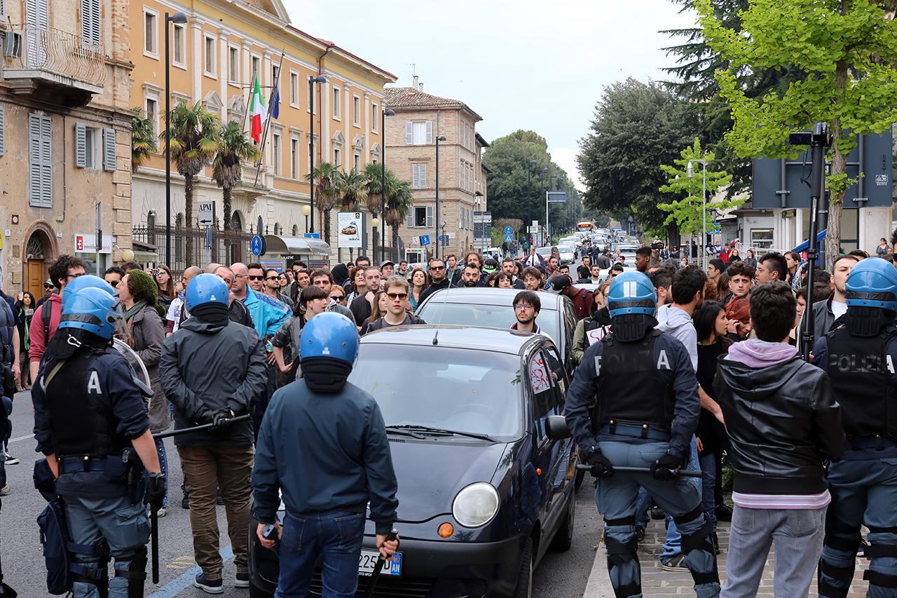 Matteo Salvini_Macerata manifestanti_Foto LB (11)