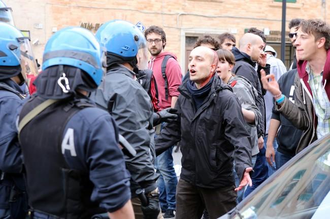Marco Bocci, il manifestante del centro sociale Sisma rimasto ferito negli scontri