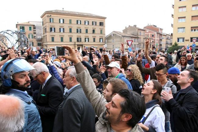 Matteo Salvini_Macerata manifestanti_Foto LB (3)