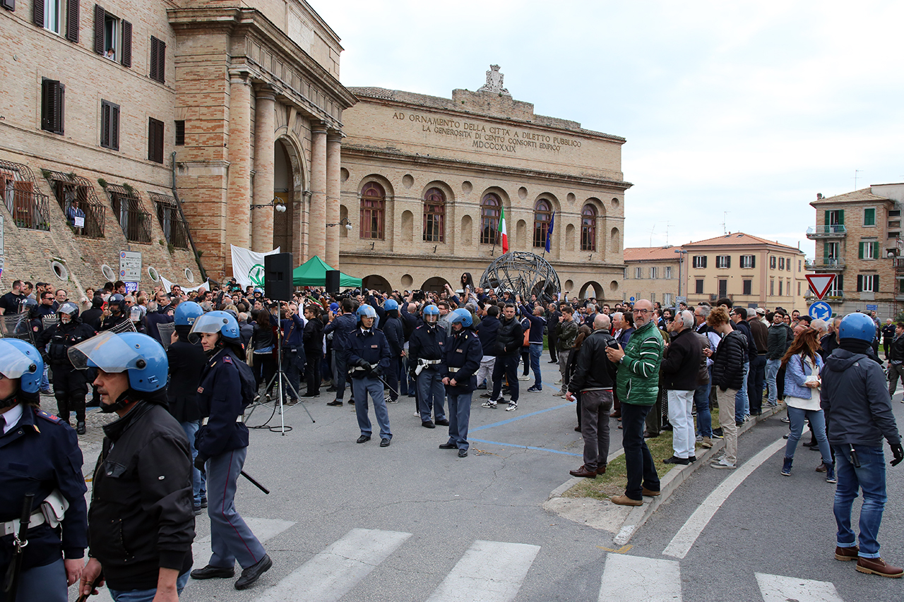 Matteo Salvini_Macerata manifestanti_Foto LB (6)