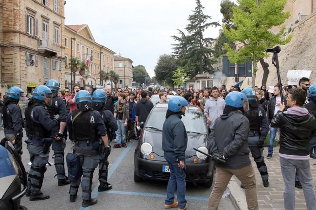 Matteo Salvini_Macerata manifestanti_Foto LB (7)