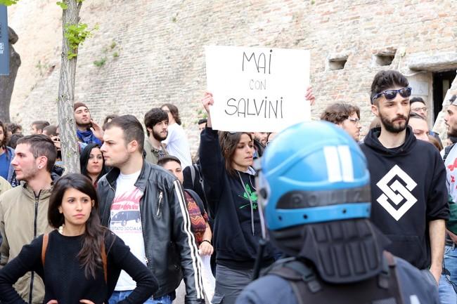 Matteo Salvini_Macerata manifestanti_Foto LB (9)