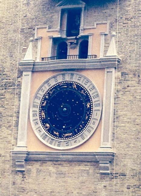 Il quadrante dell'orologio planetario