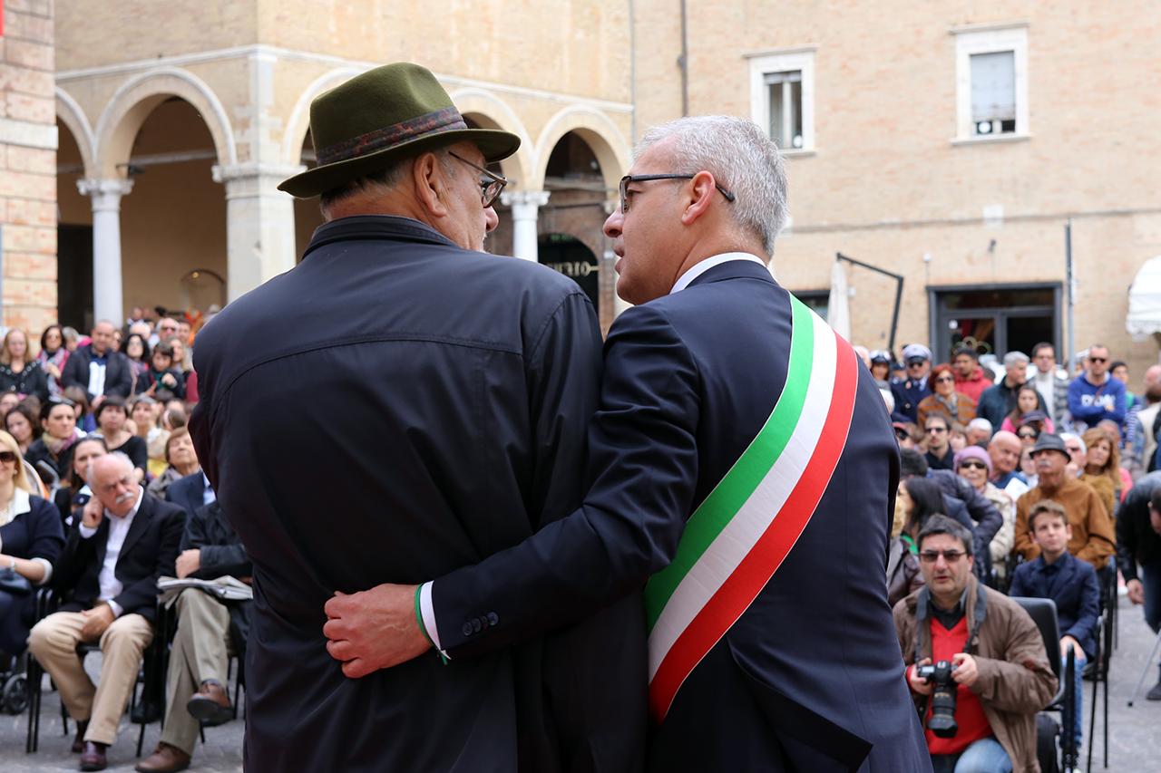 Romano Carancini_Alberto Gorla_Inaugurazione orologio planetario Macerata_Foto LB (1)