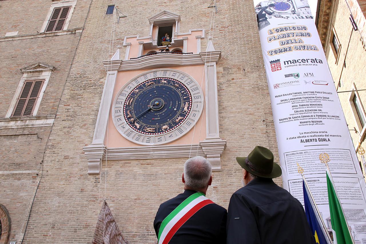Romano Carancini_Alberto Gorla_Inaugurazione orologio planetario Macerata_Foto LB (5)