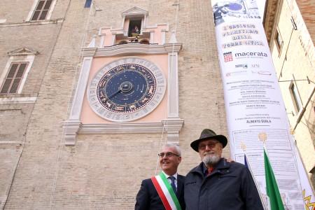 Il sindaco Romano Carancinie il maestro Alberto Gorla