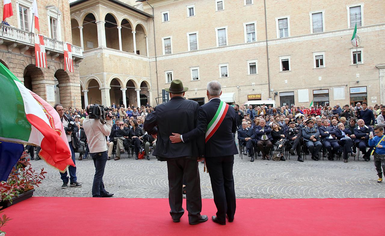 Romano Carancini_Alberto Gorla_Inaugurazione orologio planetario Macerata_Foto LB (7)