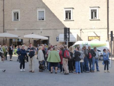 Turisti in piazza della LIbertà