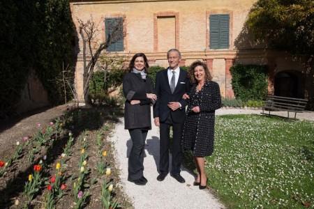 I conti Vanni e Olipia Leopardi guidano Laura Boldrini nella visita al palazzo