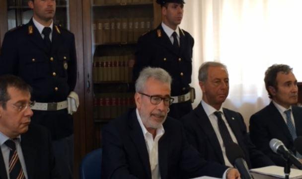 Il procuratore Mauro Mura nel corso della conferenza stampa di questa mattina