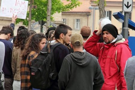 Un altro manifestante ferito (foto di Andrea Del Brutto)