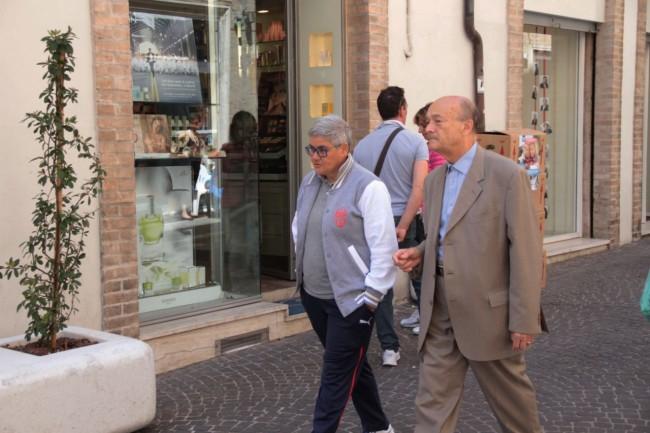 Poi Graziano Pambianchini si intrattiene con Maria Francesca Tardella