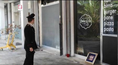 L'arrivo dei carabinieri al Dolce & Co