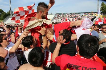Ferri Marini festeggiato dai tifosi