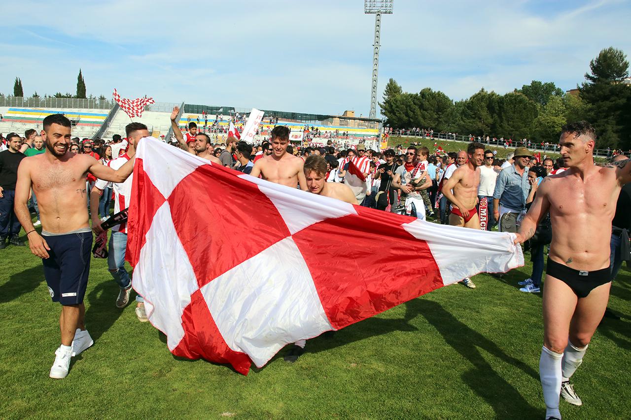 Festeggiamenti Maceratese Lega Pro_Foto LB (1)