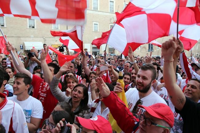 Festeggiamenti-maceratese-lega-pro-piazza-libertà_Foto-LB-4-650x433