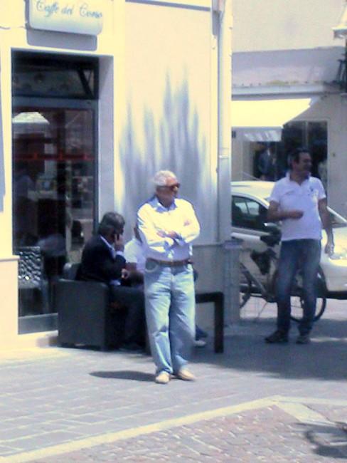 Luciano-Cinquarla-già-consigliere-ubaldiano-e-più-indietro-seduto-Giancarlo-Biagioli-della-Coneroblu.