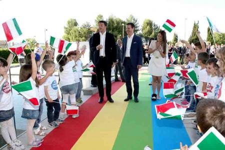 L'arrivo del premier Matteo Renzi con Iginio Straffi e sua moglie