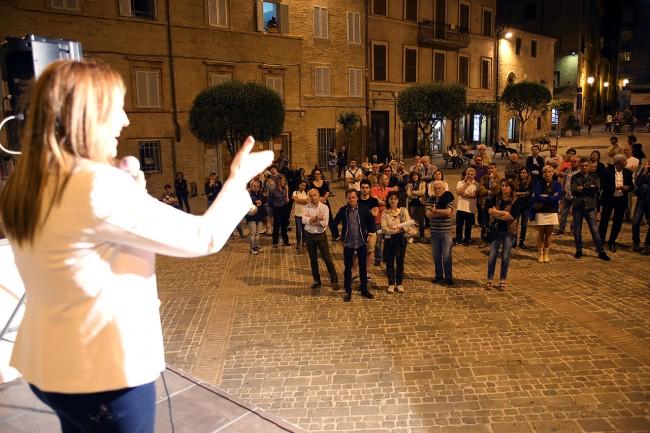 Un momento del comizio in piazza Mazzini