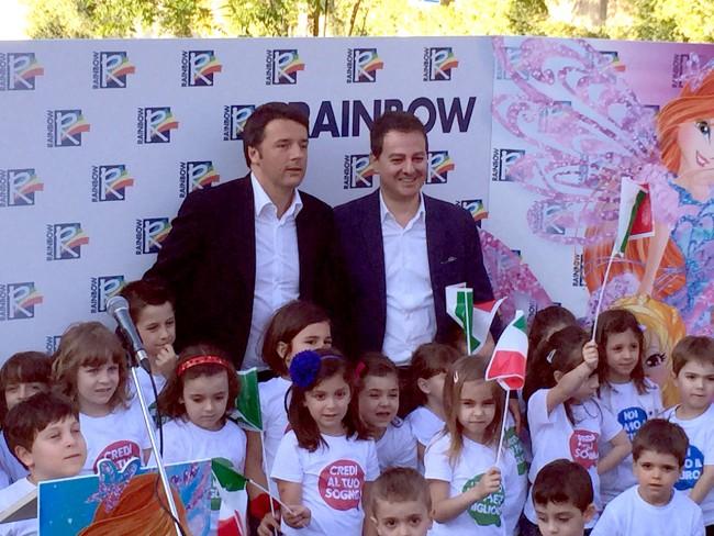 Matteo Renzi con Iginio Straffi durante la visita alla Rainbow