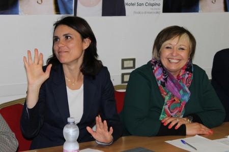 Teresa Lambertucci durante un incontro dei giorni scorsi con l'europarlamentare Simona Bonafè