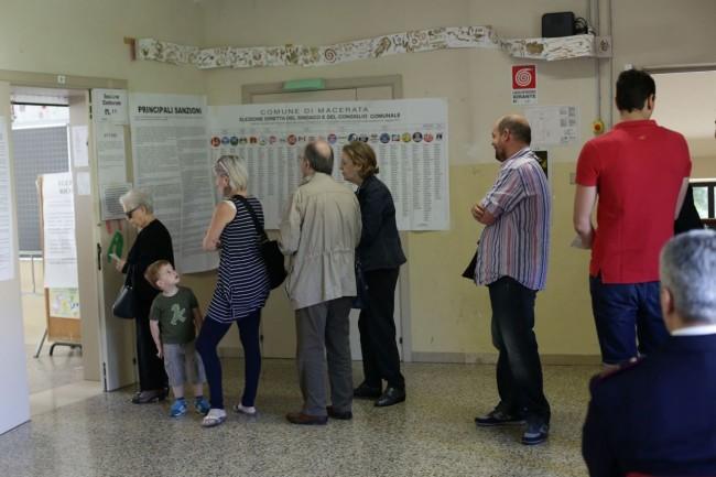 Votazione seggi candidati sindaco 1