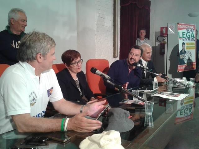 Salvini all'Abbadia di Fiastra coi Anna Menghi
