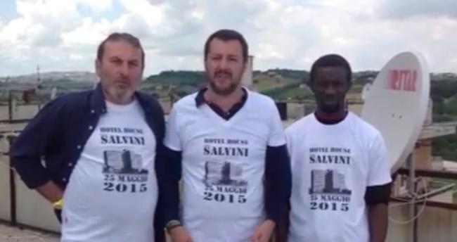 Matteo Salvini con i portieri dell'Hotel House