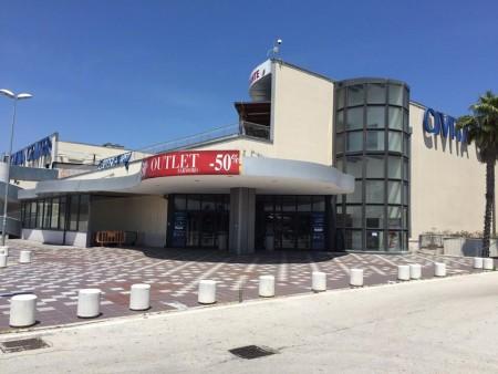 Il Civita center ormai deserto