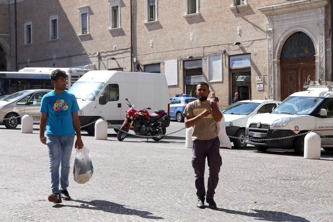 Afghani da Loro Piceno a Macerata foto LB (13)