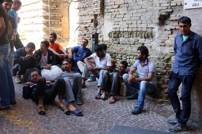Afghani da Loro Piceno a Macerata foto LB (14)